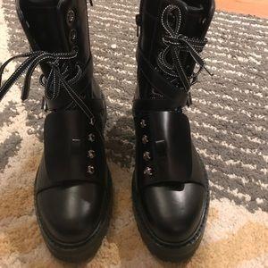 Valentino comebat boot
